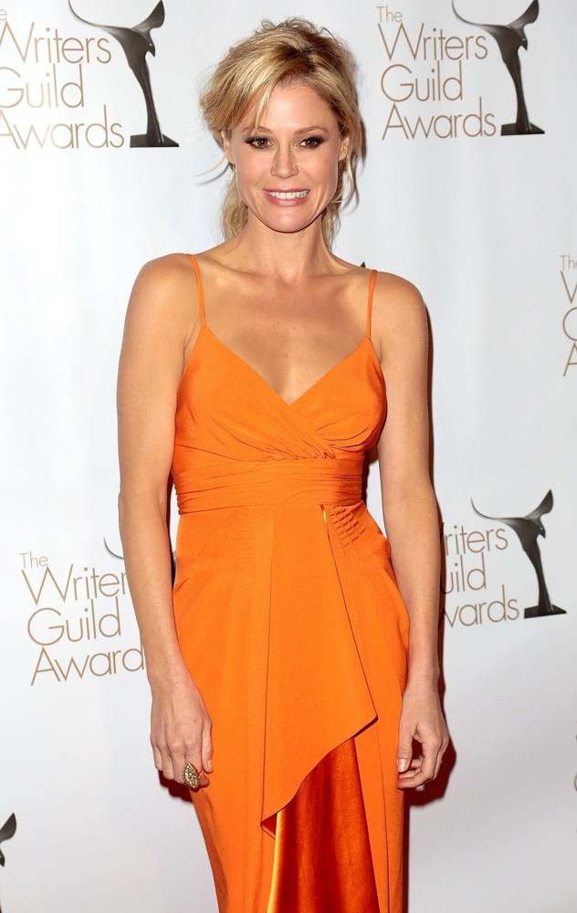 julie-bowen-2013-writers-guild-awards-press-room-05